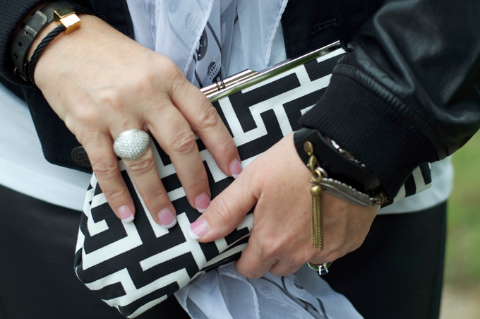 black-white-geometric-clutch