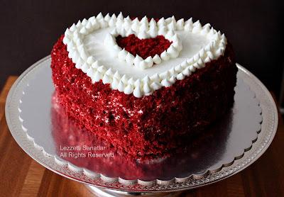http://lezzetlisanatlar.blogspot.com/2013/02/sevgililer-gunu-pastasi-red-velvet-cake.html