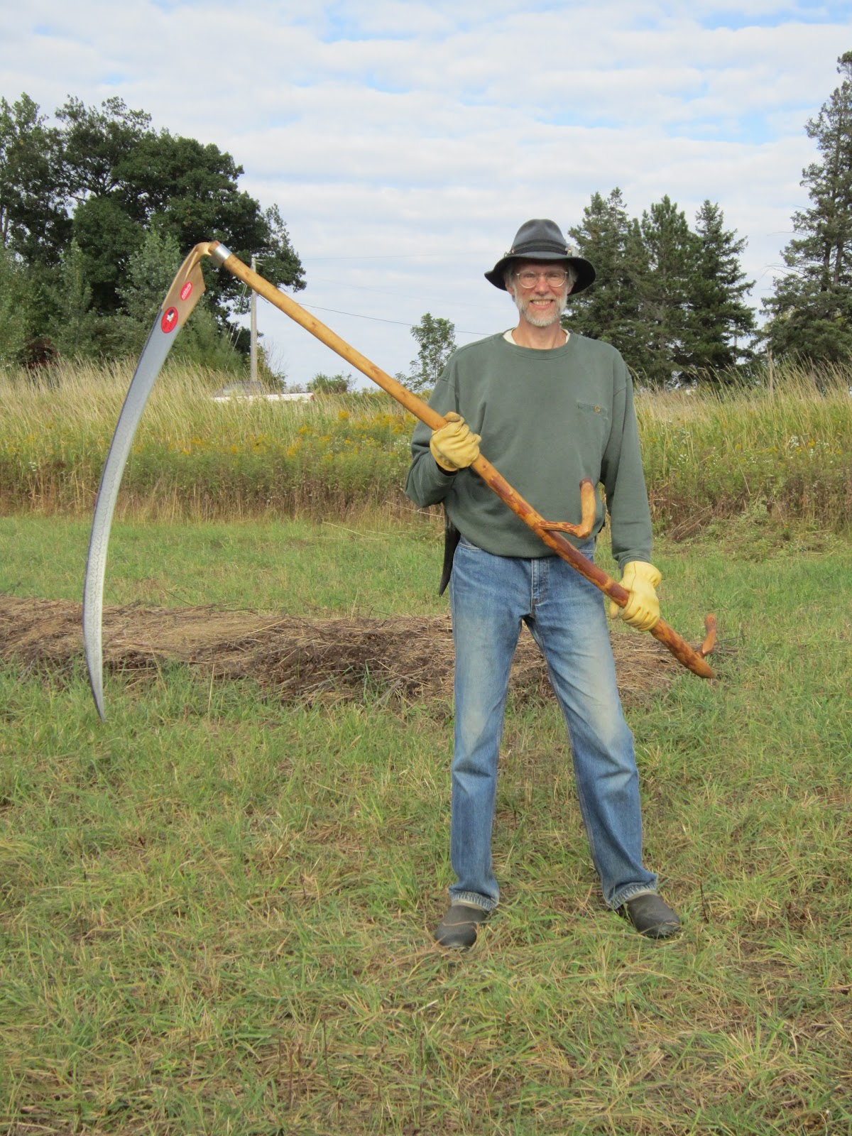 how to hold a scythe