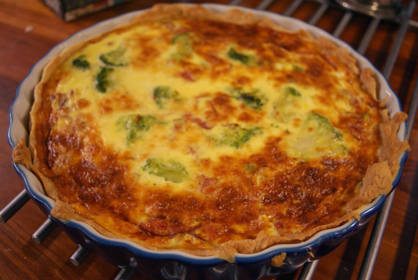 #broccolipaj med ost och skinka#