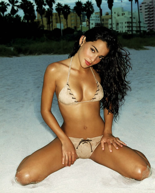 natalie martinez hot wallpaper - photo #5