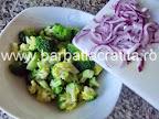 Salata de broccoli cu bacon preparare reteta