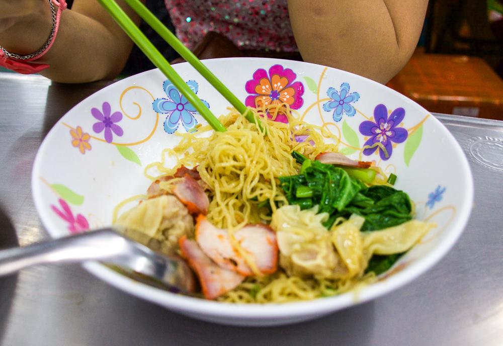 sabx2 wanton noodles in bangkok