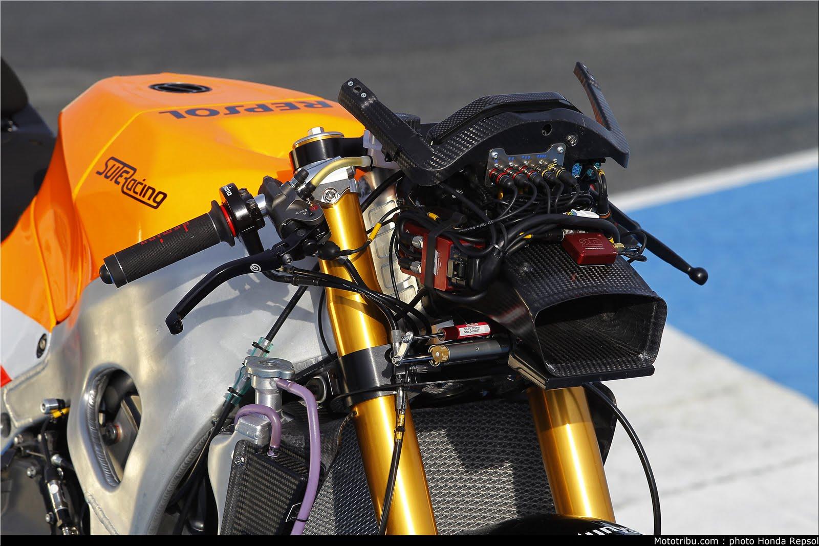 Machines de courses ( Race bikes ) - Page 7 Suter%2BMMX%2BMarquez%2B2011%2B11