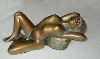 Statue style figuratif femme nue allongée