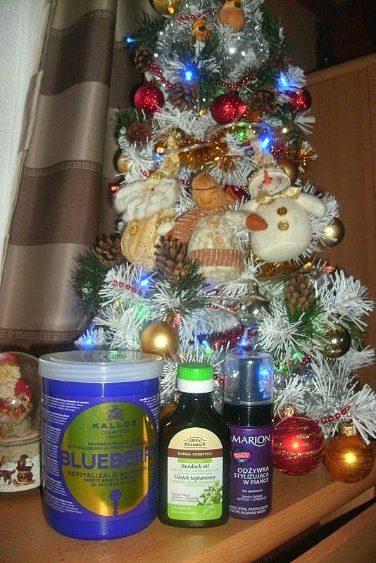 Tymczasem pod choinką... + życzenia świąteczne :)