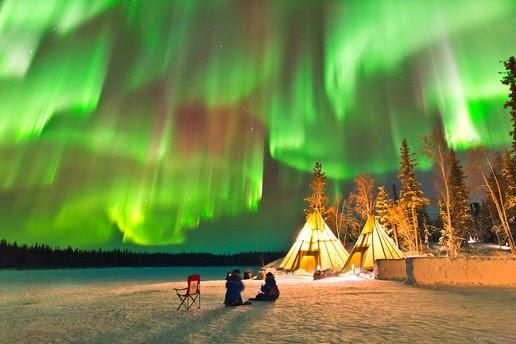 Keindahan Alam Semesta Aurora Di Kanada Utara