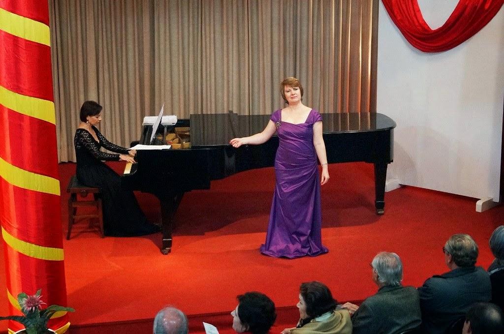 A dupla Angela Diel e Eliara Puggina na apresentação principal
