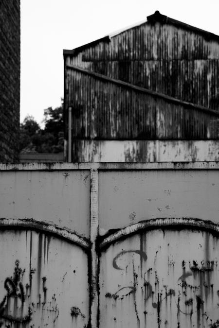 hangar, warehouse, entrepôt en tôles ondulées, building, bâtiment, photo © dominique houcmant