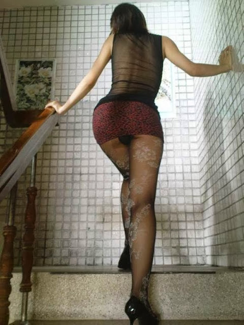 Shy Yet Playful Asian Girlfriend Daring Pantyhose And Short Tight Skirt Public Stairway Show