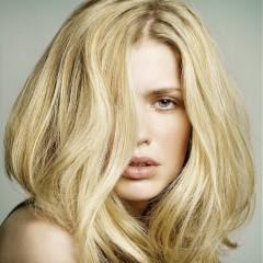 وصفات طبيعية لتفتيح لون الشعر فى المنزل دون ضرر لشعرك - الشعر الاصفر - شعر اصفر اشقر فاتح - امرأة شقراء فتاة بنت