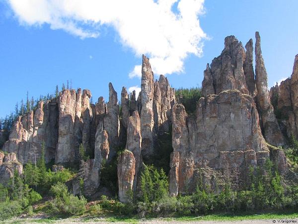 Hutan batu Lena Pillars yang unik di Siberia