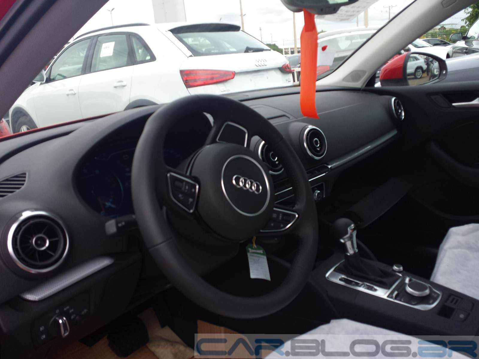 Audi A3 Sedan Prata 2015 - interior
