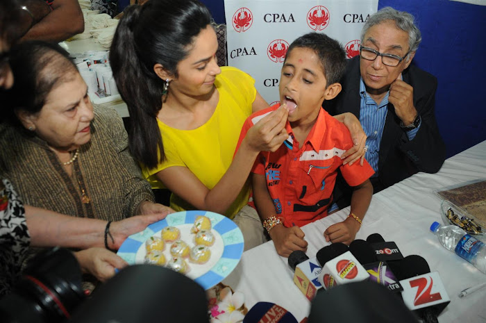 mallika sherawat visits cancer patients aid ociation. latest photos