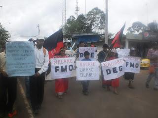 La marcha frente a la terminal de transporte de Tole