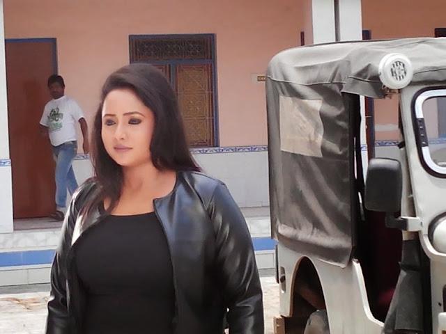 Rani chatterjee Shooting of  Bhojpuri Movie Rani Ki Hukumat Photo