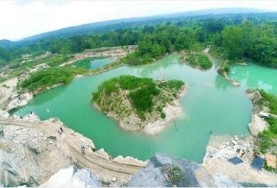 Telaga Biru Bekas Tambang Batu Kapur, Gunungkidul, Yogyakarta
