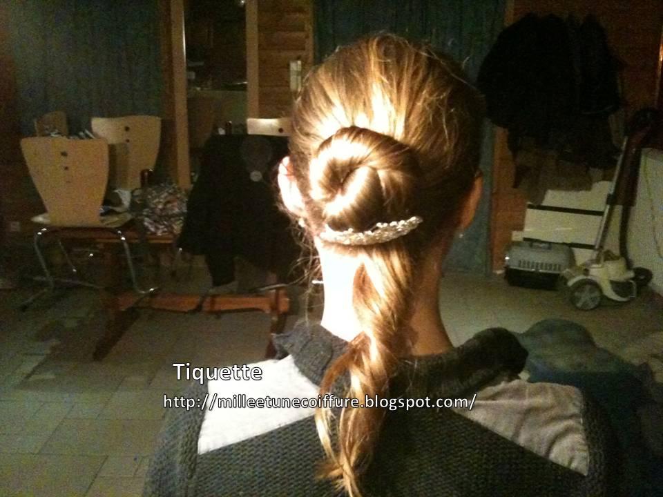 1001 coiffures tutoriel coiffure la queue de cheval. Black Bedroom Furniture Sets. Home Design Ideas