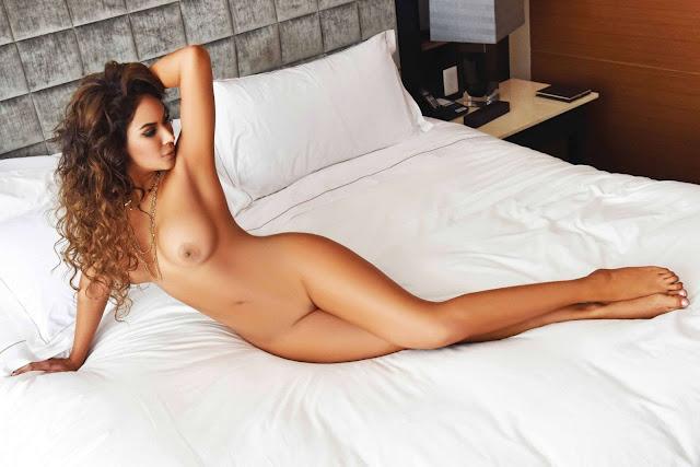 Tania Reza completamenta desnuda ATM