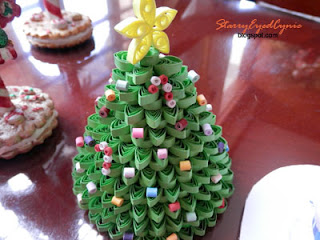 Starry-Eyed Cynic: Paper Quilling: Christmas Decorations
