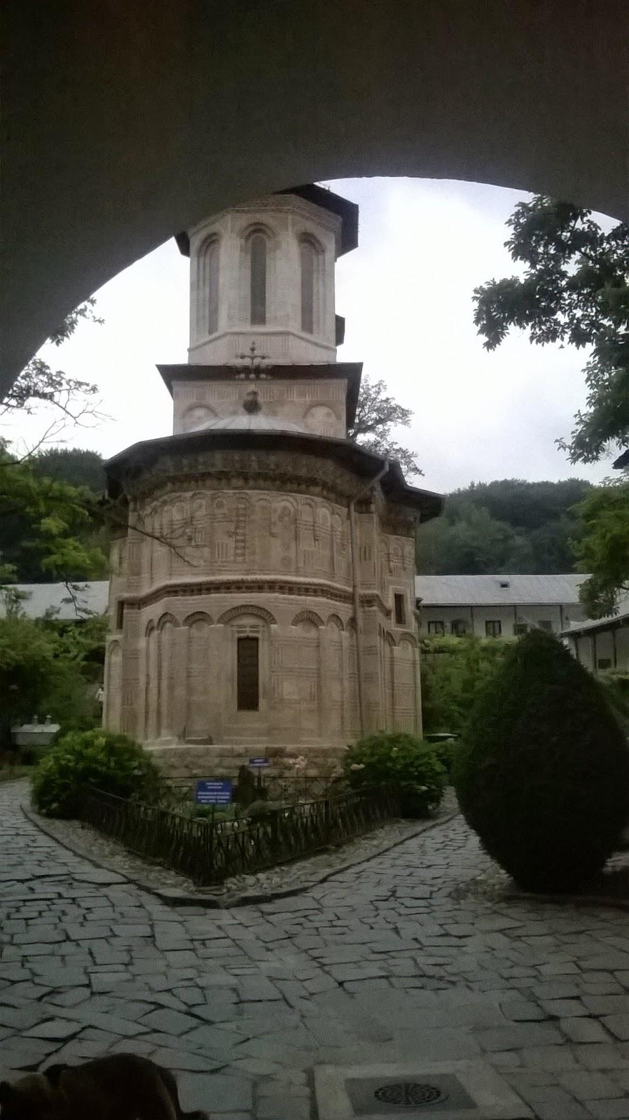 http://pelerinaje-la-manastiri.blogspot.ro/p/prislop-parintele-arsenie-boca.html