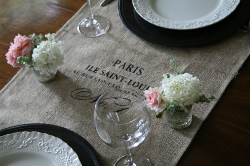 I Just Love This Table Runner! I Bet It Would Be Easy To Make Something  Similar To This. I See Another Project Added To My List Of Many!