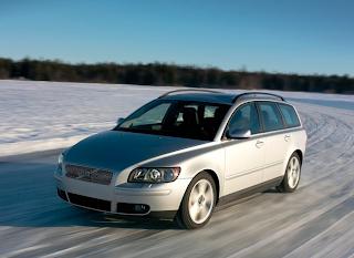 2005 Volvo V50 silver snow