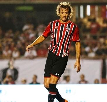 5d14b01d6e408 Diego Lugano está praticamente confirmado como jogador do São Paulo para a  próxima temporada. Na noite desta quarta-feira