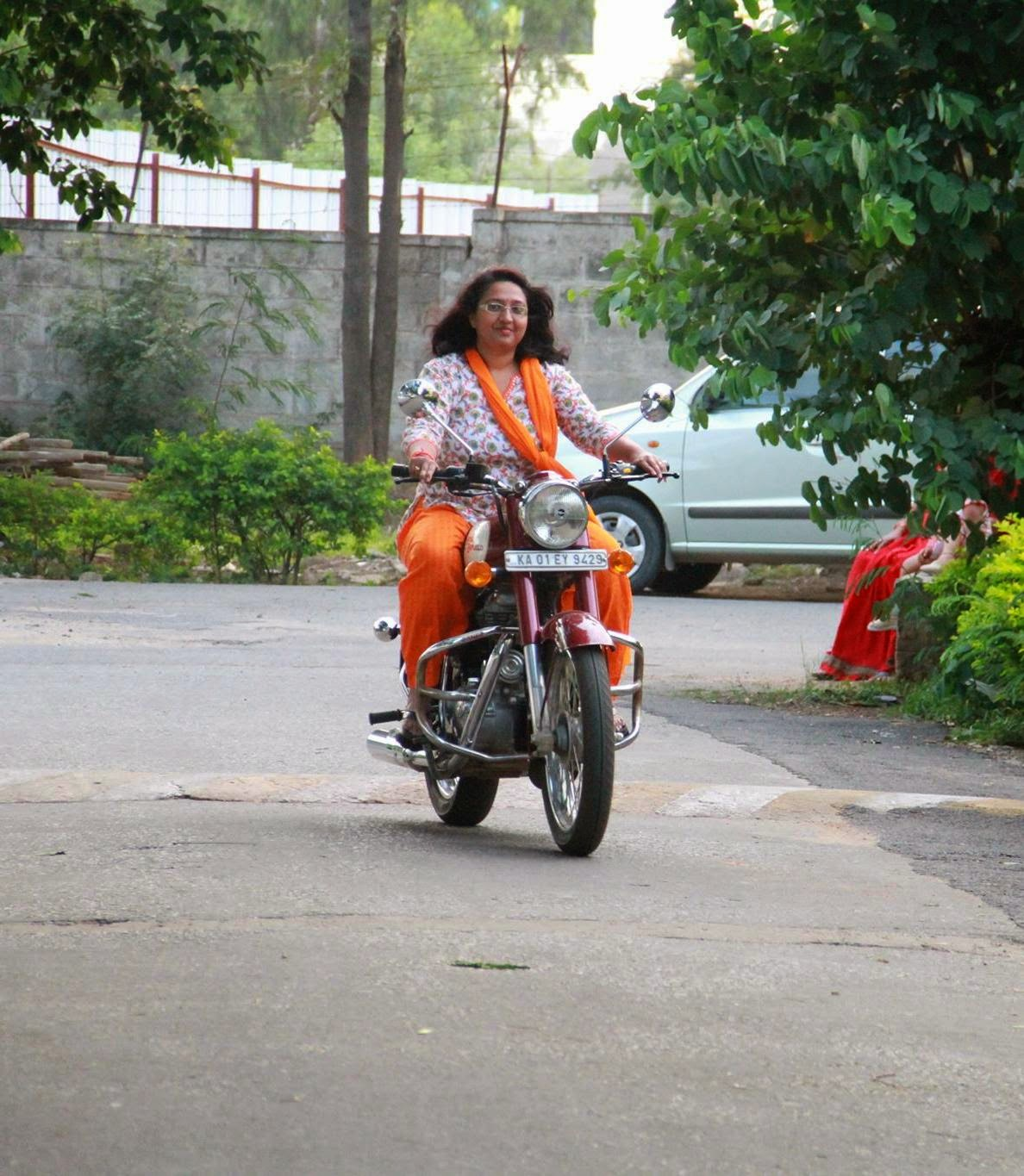 Bikes For Women In India indian lady riding bike