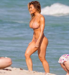 Daphne Joy %E2%80%93 Wearing bikini on Miami beach 4.jpg