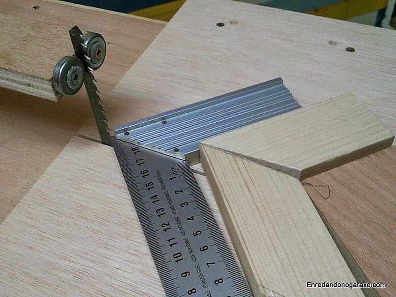 Problemas con la alineación de la hoja en la guía para cortes a 45 grados con la sierra de calar de mesa. Enredandonogaraxe