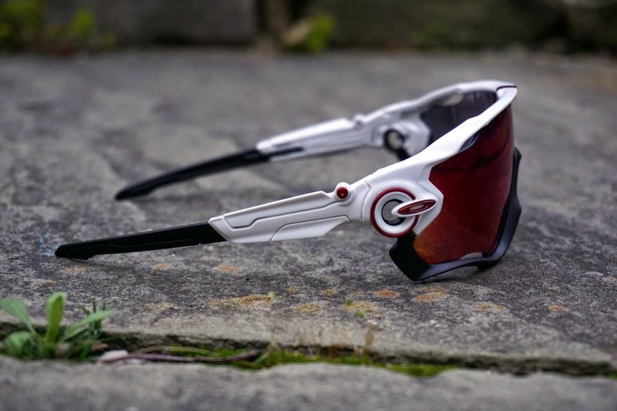 Oakley lanza al mercado las Jawbreaker, un nuevo concepto de gafas ...