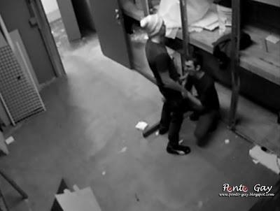 Hidden-camara-camera-escondida-flagrante-gay-fodendo-no-trabalho-sexo-flagra-escondido+(2).JPG