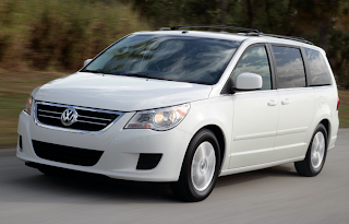2009 Volkswagen Routan white