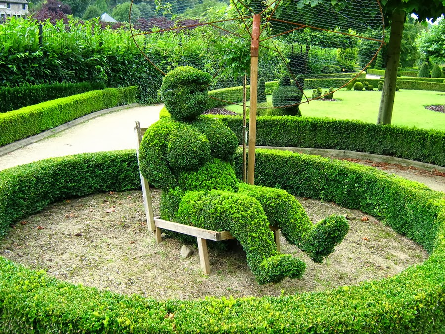 a different type of art escultura de plantas garden art