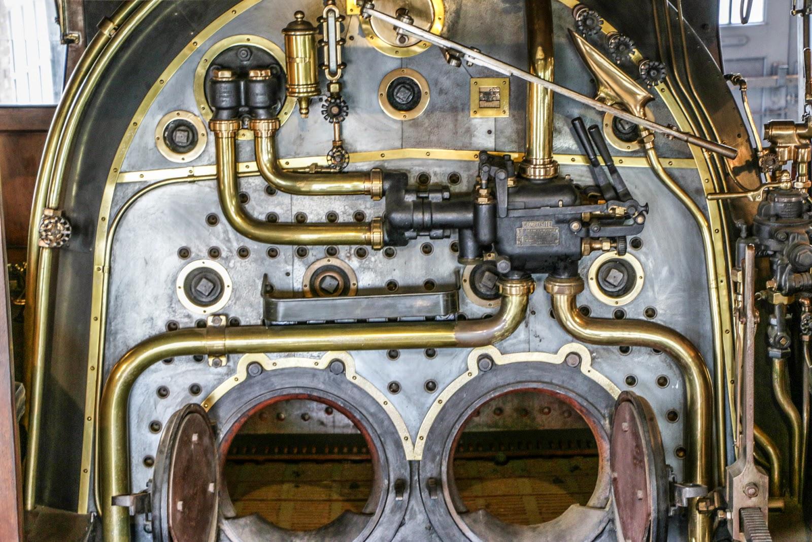 панель приборов паровоза