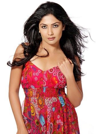 Kamalini Mukherjee Sexy New Photo Shoot