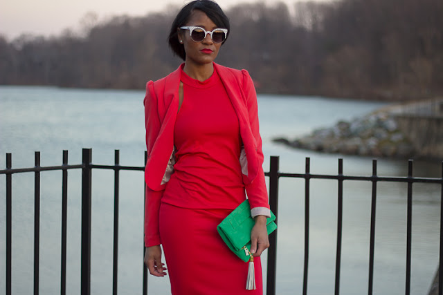 ladyinred_lulus_christianlouboutin_emeraldclutch