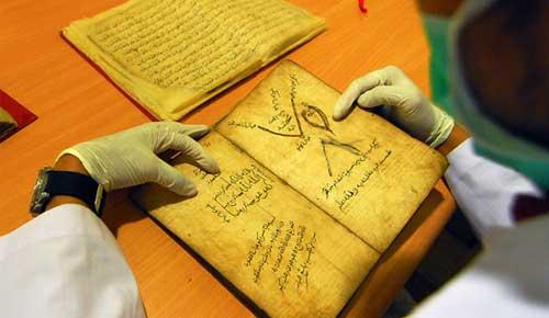 di perpustakaan unand padang terdapat koleksi naskah kuno minang kabau