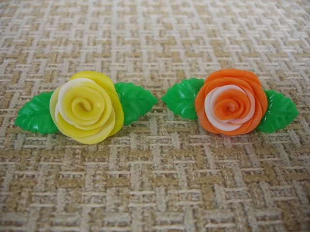 Mini rosas, ímã de geladeira em biscuit