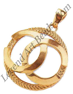 The decade of consumerism, stock brokers, power lunches, and overly long limousines is typified by one brand in particular Chanel Acres of gold and quilted leather was the thing to be seen in. The Pert Porter line of jewels was expensive and highly desirable.