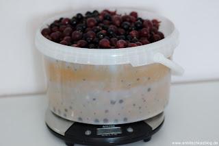 Rezept: Stachelbeere & schwarze Johannisbeeren - Marmelade - www.annitschkasblog.de