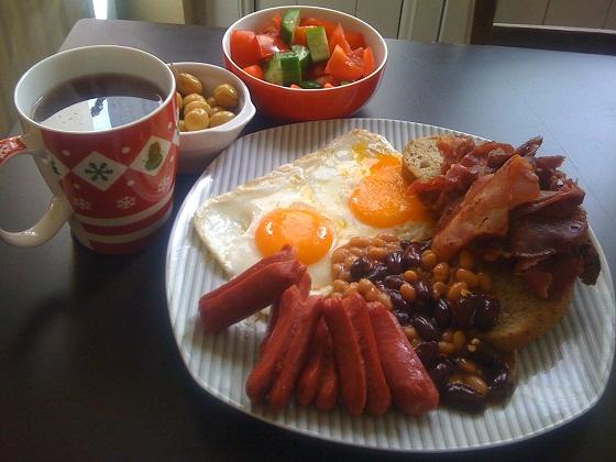 Türk usulü pastırmalı İngiliz kahvaltısı