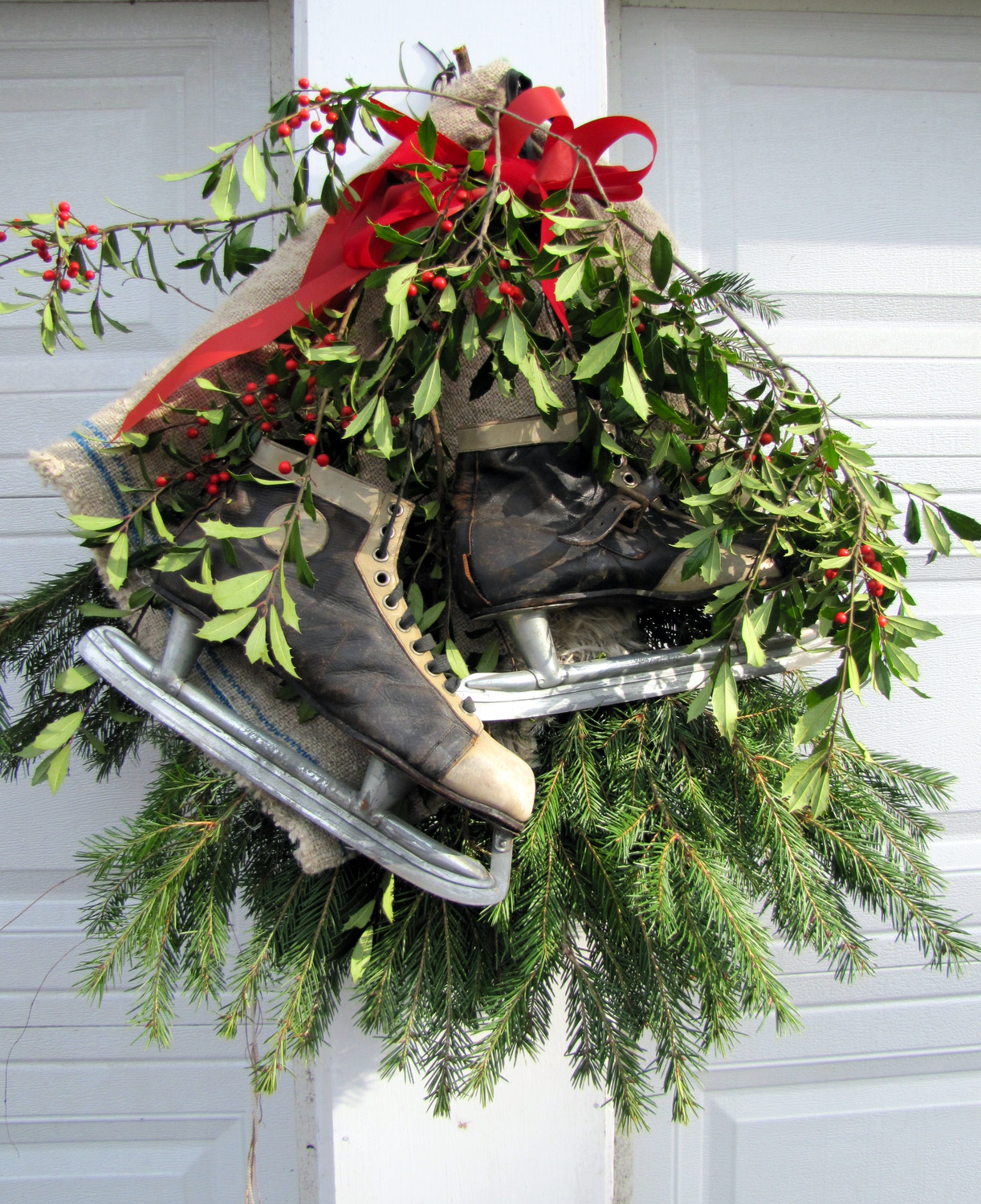 Easy outdoor holiday decorations the painted home by for Simple outside christmas lights ideas