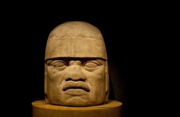 La civilización Olmeca, conocida como la cultura madre  mesoamericana, construyó unas cabezas gigantes con  rasgos africanos que se hallaron en el golfo de México