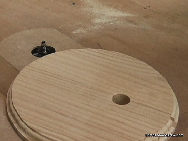 Fresar moldura en los círculos de la base. Enredandonogaraxe.com