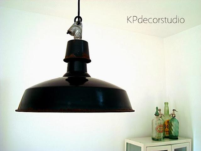 Lámparas industriales restauradas y recableadas listas para colocar. Lámpara de techo metal esmaltado
