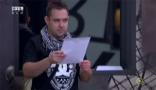 VV Péter levelet olvas