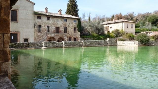 Il giardino fatato bagno vignoni - Il loggiato bagno vignoni ...
