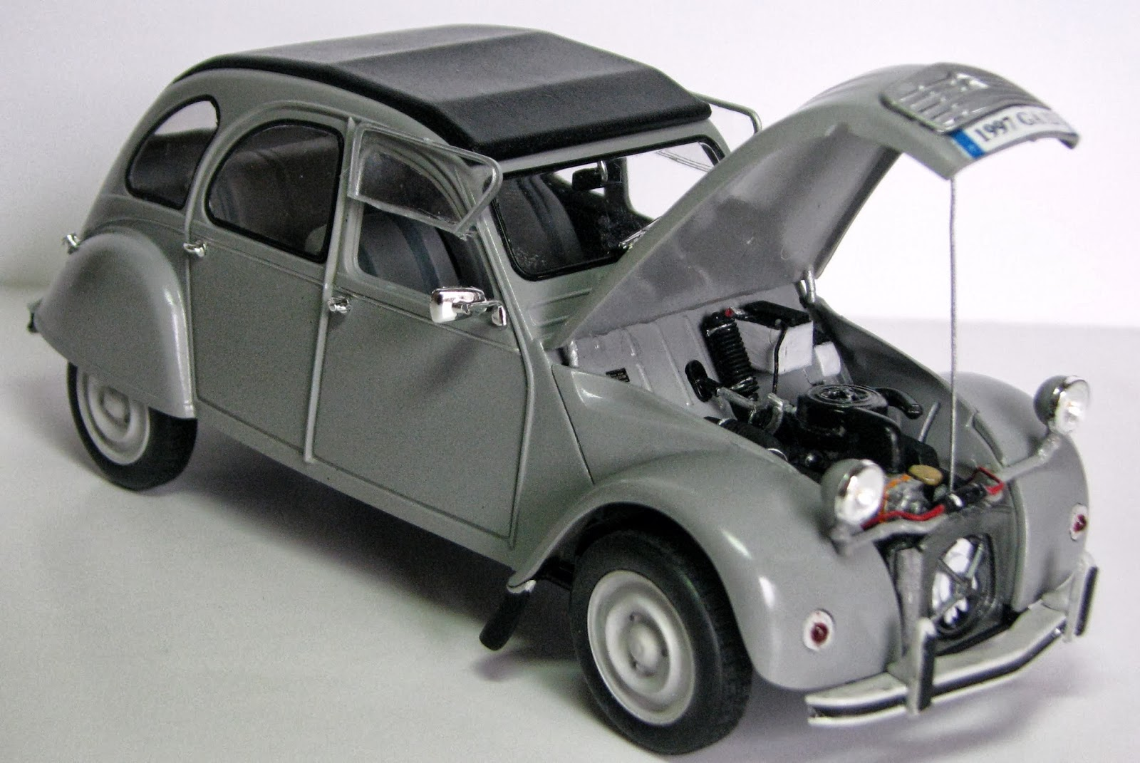 en mod le r duit 2cv citro n mod le 1976 tamiya ech 1 24. Black Bedroom Furniture Sets. Home Design Ideas
